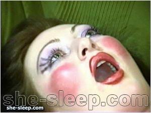 unconscious porn 11_01_she-sleep.com image 1